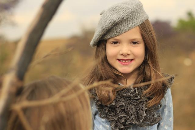 dítě s baretem