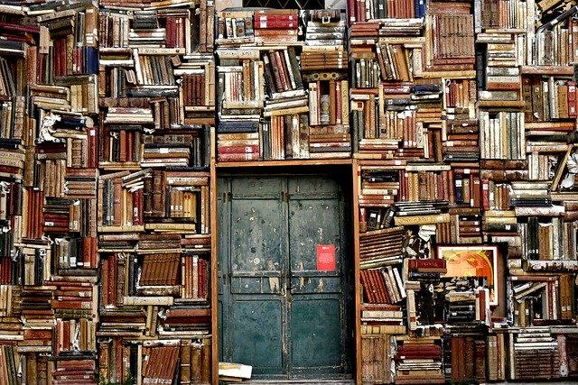 starobylá knihovna