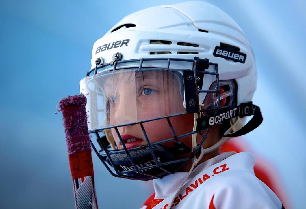 kluk a hokejka